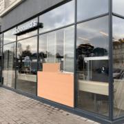 Prise de mesures et établissement d'un devis pour le remplacement de divers vitrages au Mac Donald's du Carré Feydeau