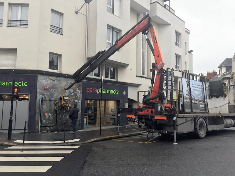 Remplacement vitrine pharmacie à Nantes (44) - Menuiserie Miroiterie Nantaise - Dépannage en vitrerie et miroiterie à Nantes et Ancenis en Loire-Atlantique (44)