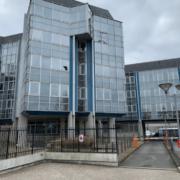 Remplacement d'un vitrage cassé au Ministère des Finances de Nantes (44)